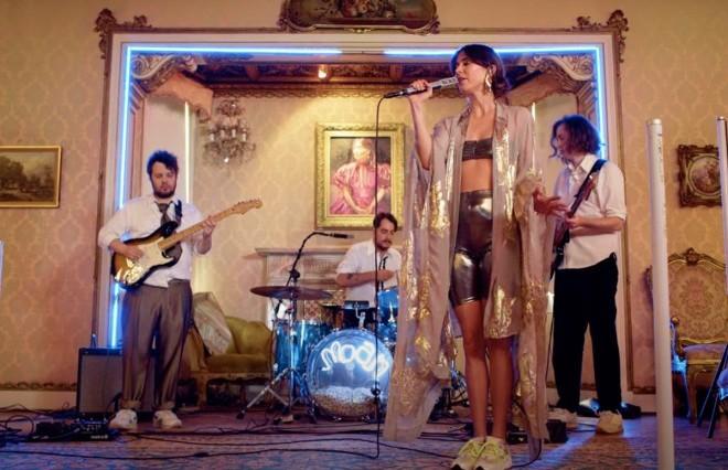 HONEYMOAN perform Live at Casia Labia